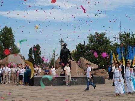 Горловка начала отмечать День рождения с праздничного шествия и митинга, фото-2
