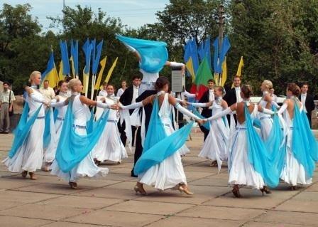 Горловка начала отмечать День рождения с праздничного шествия и митинга, фото-3