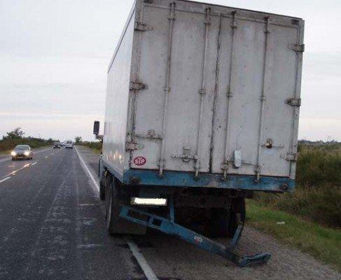 На крымской дороге молодая пара на легковушке погибла, врезавшись в КАМАЗ (ФОТО), фото-1