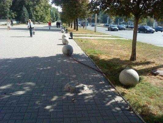На площади возле мэрии кто-то гонял шары (ФОТОФАКТ), фото-1