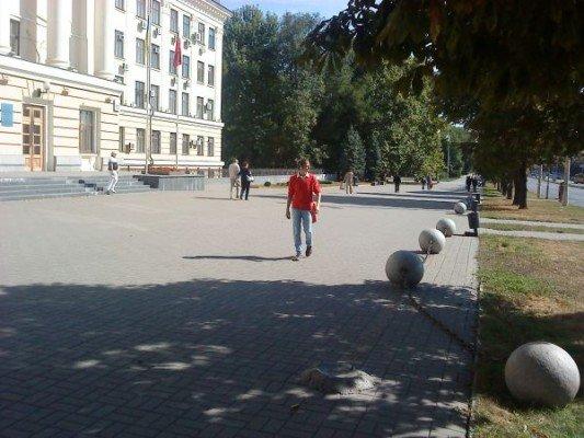 На площади возле мэрии кто-то гонял шары (ФОТОФАКТ), фото-2