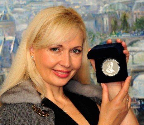 Янукович во Франции наградил донецкую художницу (фото), фото-2