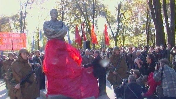 В день освобождения города в Ленинском районе открыли памятник Маршалу Чуйкову (ФОТО), фото-2