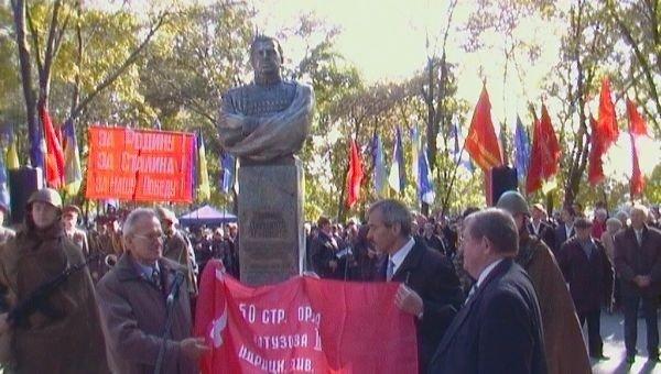 В день освобождения города в Ленинском районе открыли памятник Маршалу Чуйкову (ФОТО), фото-1