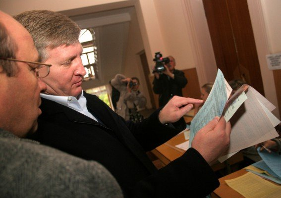 Ринат Ахметов голосовал в Донецке вместе с мамой (фото), фото-3