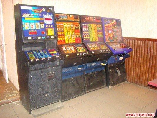 Під Житомиром правоохоронці викрили «хутірське казино», де просаджували гроші пацієнти лікарні (ФОТО), фото-1