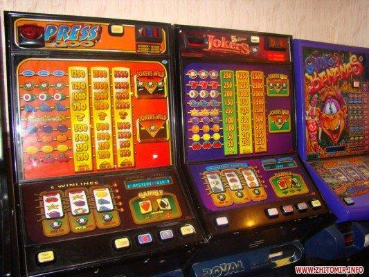 Під Житомиром правоохоронці викрили «хутірське казино», де просаджували гроші пацієнти лікарні (ФОТО), фото-2