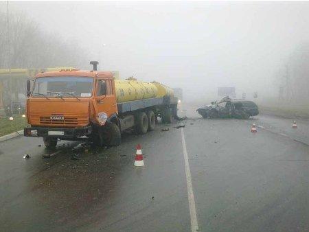 Под Харьковом «Форд» врезался в молоковоз, есть жертвы, фото-2