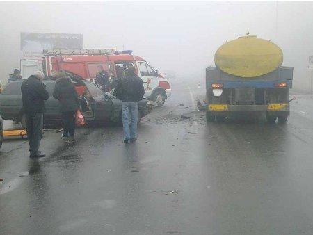 Под Харьковом «Форд» врезался в молоковоз, есть жертвы, фото-1