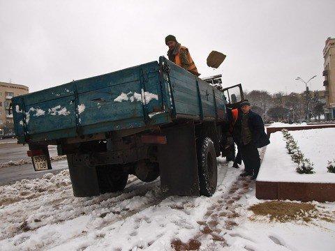Житомирские коммунальщики оказались не готовы к первому снегу (ФОТО), фото-4