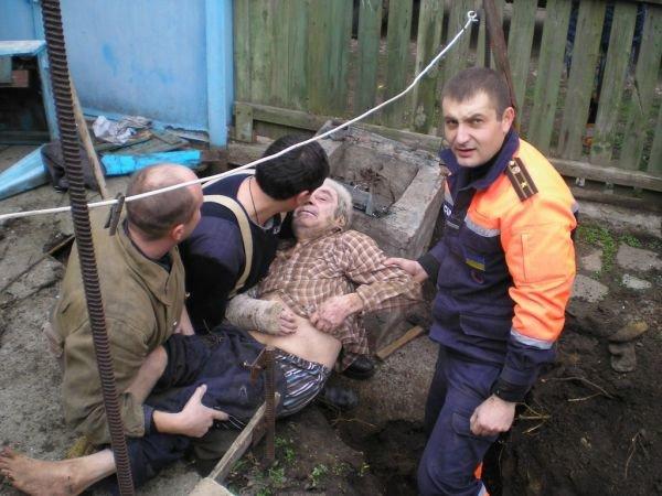 В Бердянске 85-летний мужчина провалился в колодец (ФОТО), фото-4