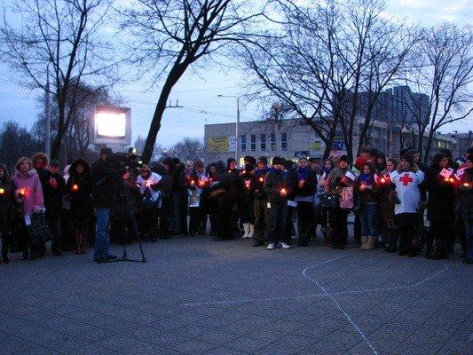 ФОТОФАКТ: В Запорожье прошел «свечной ход» в честь Международного дня солидарности с больными СПИДом, фото-1