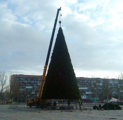 На площади Фестивальной сооружают городскую елку (ФОТО), фото-2