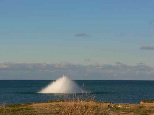 В море возле Севастополя подорвали магнитную мину весом в тонну (ФОТО), фото-1
