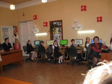 Министр топлива и энергетики Юрий Бойко подарил родной школе в Горловке компьютерный класс, фото-1