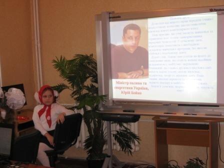 Министр топлива и энергетики Юрий Бойко подарил родной школе в Горловке компьютерный класс, фото-2