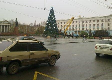 В Симферополе наряжают главную  елку Крыма (ФОТОФАКТ), фото-4