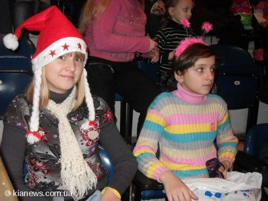 Более тысячи симферопольских детей из малообеспеченных семей пришли на «Елку мэра» (ФОТО), фото-2