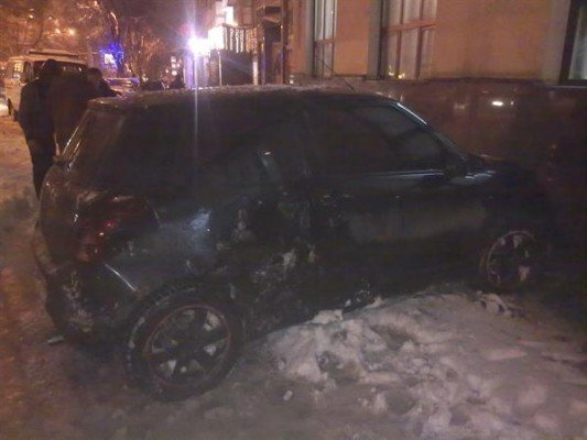Страшное ДТП в центре Донецка: «Сузуки» вылетела на тротуар и сбила двух женщин с ребенком (ФОТО), фото-1