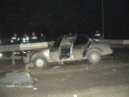 Трагедия в Николаеве: авто врезалось в ограду. Один из пассажиров погиб (ФОТО), фото-1