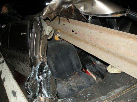 Трагедия в Николаеве: авто врезалось в ограду. Один из пассажиров погиб (ФОТО), фото-2