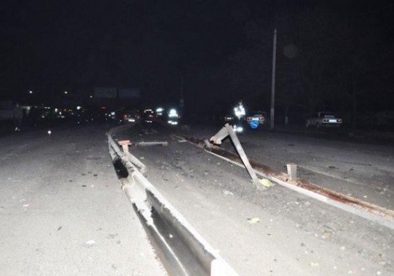 Трагедия в Николаеве: авто врезалось в ограду. Один из пассажиров погиб (ФОТО), фото-3