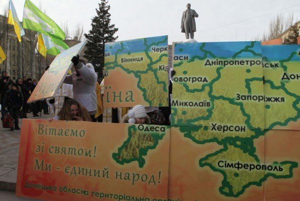 В Донецке в День Соборности  оппозиционеры собрали  12-метровый пазл «Карты  Украины» (фото), фото-1
