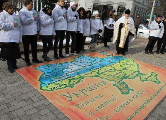 В Донецке в День Соборности  оппозиционеры собрали  12-метровый пазл «Карты  Украины» (фото), фото-2