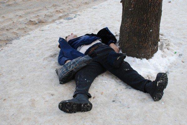 В Николаеве прямо на остановке общественного транспорта умер человек(ФОТО), фото-3