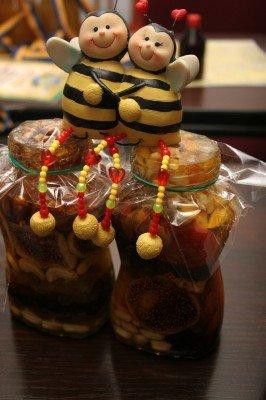 В Донецке хотят провести Всемирную пчелиную олимпиаду со специально приглашенной пчеловодческой звездой — Виктором Ющенко (фото), фото-1