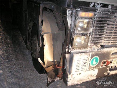 В Кривом Роге грузовик протаранил железнодорожный переезд (ФОТО), фото-2