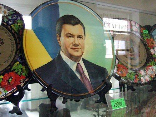 В Донецке на Януковича теперь можно наложить все, что угодно (фото), фото-1