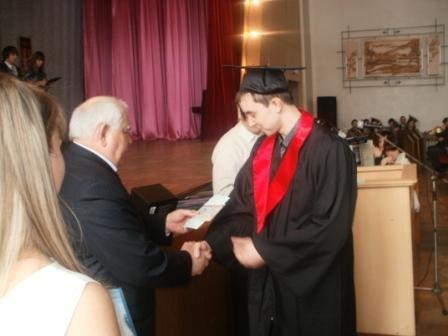 В Горловском автодорожном институте магистрам вручили дипломы, а мэру - почётную медаль, фото-2