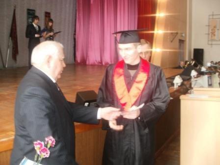 В Горловском автодорожном институте магистрам вручили дипломы, а мэру - почётную медаль, фото-3