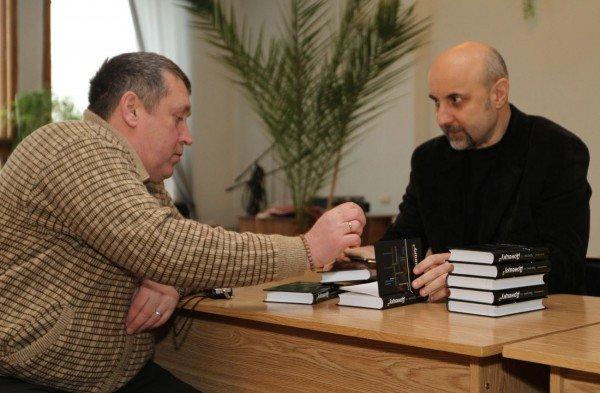 Дончанин написал книгу об истории Донецка (фото), фото-1