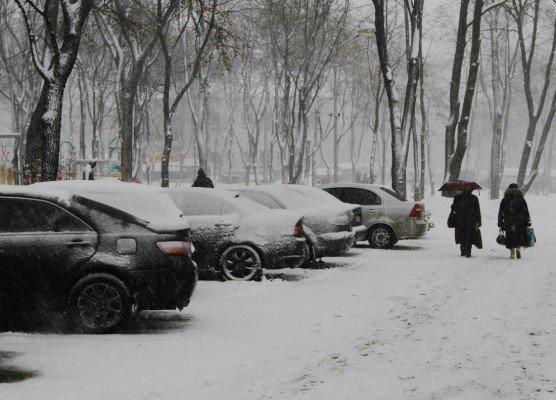 В выходные снежная метель парализовала жизнь в Донецке (фото), фото-1
