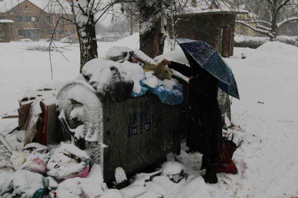 В выходные снежная метель парализовала жизнь в Донецке (фото), фото-2