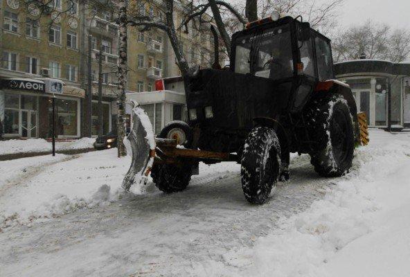 В выходные снежная метель парализовала жизнь в Донецке (фото), фото-3