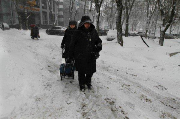 В выходные снежная метель парализовала жизнь в Донецке (фото), фото-4