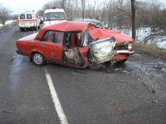 На Днепропетровщине Volkswagen въехал в ВАЗ: есть жертвы (ФОТО), фото-1