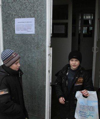 Донецких школьников выгнали на встречу с Сергеем Бубкой, нарушив приказ о карантине (фото), фото-3