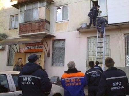 В Симферополе старушка хотела выпрыгнуть с балкона (ФОТО), фото-1