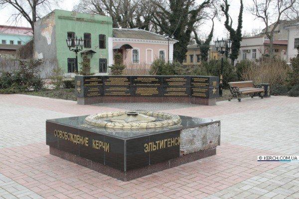 В Керчи вандалы изуродовали Вечный огонь (ФОТО), фото-2