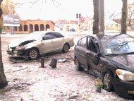 В результате столкновения «Хюндай» и «Тойоты» тяжелые травмы получили двое человек (фото), фото-1