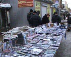 На донецком рынке «Маяк» милиция изъяла 20 тысяч контрафактных дисков, фото-1