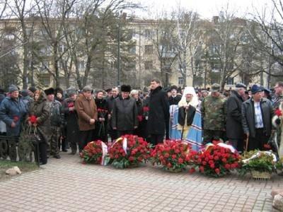 В Симферополе во время митинга гаишник угодил под колеса внедорожника (ФОТО), фото-1