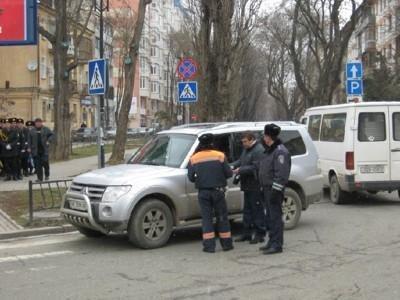 В Симферополе во время митинга гаишник угодил под колеса внедорожника (ФОТО), фото-2