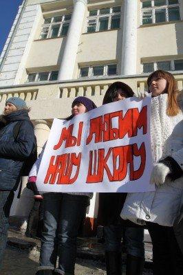 На митинге против закрытия центральной школы Донецка прозвучали обвинения в адрес зама губернатора (фото), фото-3