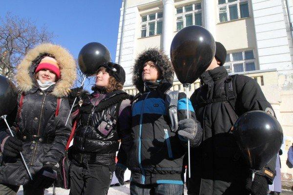 На митинге против закрытия центральной школы Донецка прозвучали обвинения в адрес зама губернатора (фото), фото-4