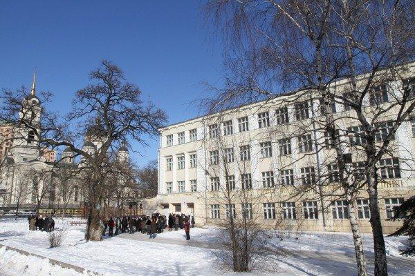На митинге против закрытия центральной школы Донецка прозвучали обвинения в адрес зама губернатора (фото), фото-6